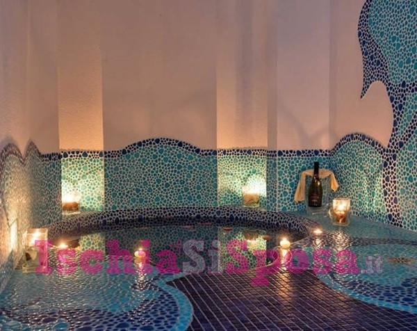 mosaico per piscina interna